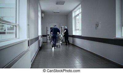 brancard, patiënt, ziekenhuis, geduwde, door, gang, artsen, ...