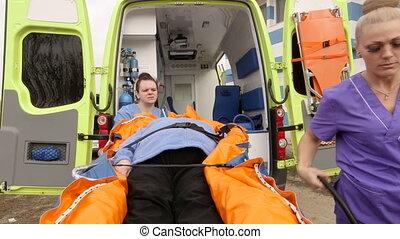 brancard, patient, service cas urgent, infirmiers, monde médical, ambulance, équipage, fixation, personne agee