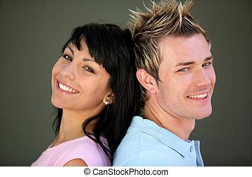 branché, jeune couple