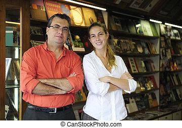 branche familie, ledsagere, ejere, i, en, lille, boghandel
