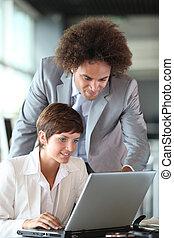 branche partner, arbejder, ind, kontoret
