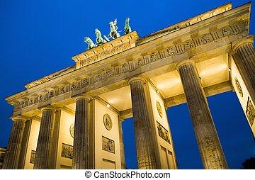 Brandenburg Gate at night , Berlin