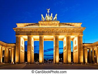 brandenburg utfärda utegångsförbud för, in, berlin