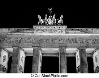 Brandenburger Tor in Berlin in black and white