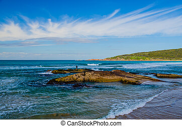 Brandungsangeln am One Mile Beach, Port Stephens, Australien...