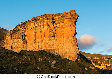 Brandwag (sentinel), a sandstone cliff during sunset at Golden Gate