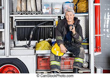 brandweerman, vuur, zittende , station, vrachtwagen, vrolijke