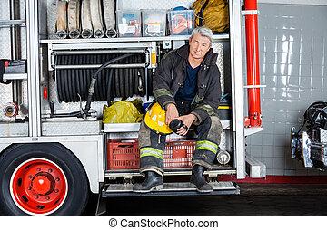 brandweerman, vuur, zittende , zeker, station, vrachtwagen