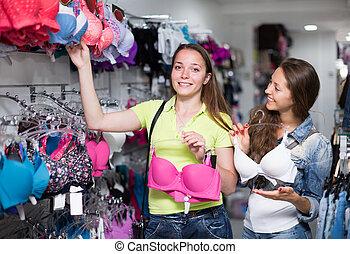 brassiere, comprando, mulher