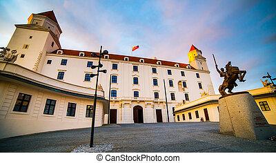 Bratislava Castle - Beautiful Bratislava Castle in Slovakia