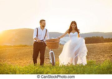 braut bräutigam, mit, a, weiße hochzeit, fahrrad