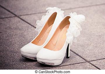 Brautschuhe - Kleidung