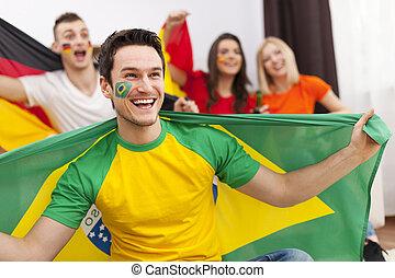 brazíliai, ember, noha, barátok, alapján, különböző, ország, élvez, a, futball, képben látható, tv