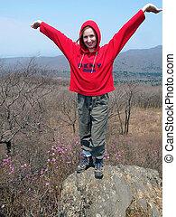 brazos, niña, abierto, de par en par, excursionismo, roca