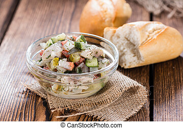 bread), arenque,  (with, ensalada