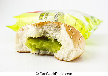 Bread  pandan custard filling