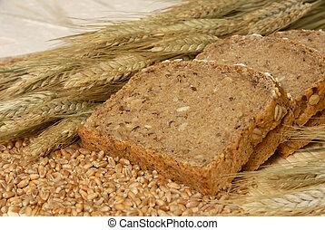 Bread slices and natural cereals / Brotscheiben dekoriert ...