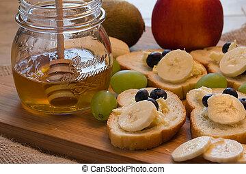 Bread toast with honey and banana