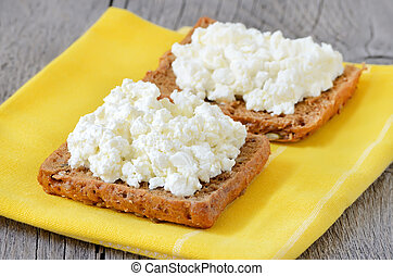 Bread with curd cheese