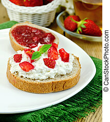 Bread with curd cream and strawberry jam
