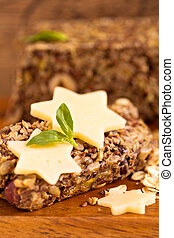 Bread with rolled oats, seeds and nuts