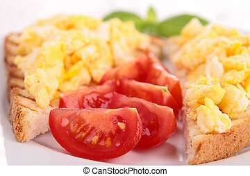 bread with scrambled eggs and tomato