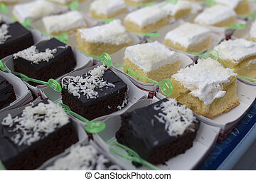 Break cake