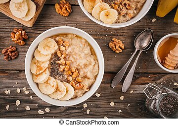 Breakfast bowl: oatmeal with banana, chia seeds, cinnamon, walnuts and honey