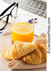 Breakfast in office