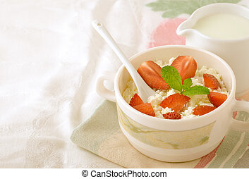 Breakfast with farmer cottage cheese, strawberries and mint