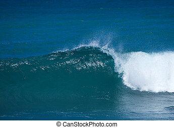 breaking waves - breaking powerful ocean waves natural...