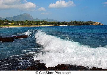 Breaking waves on Shipwreck Beach