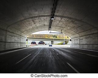 breit, tunnel, auf, a, autobahn, mit, bewegen, autos