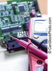bretter, prüfer, komponenten, digitalmeßinstrument, gegen, stromkreis, hintergrund, maß, nadeln, aufgestellt, pinted