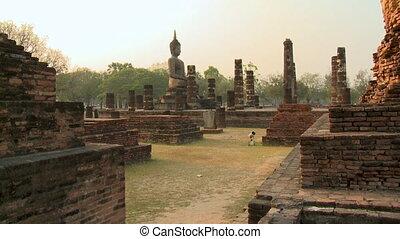 Brick walls with seated Buddha image at Sukhothai