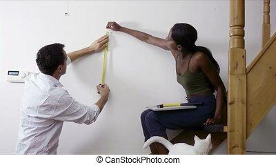 bricolage, couple, mesurer, mur, chez soi