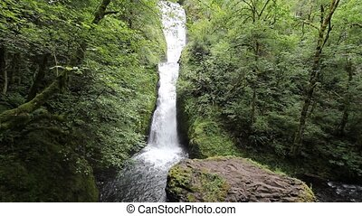 Bridal Veil Falls in Oregon 1080p