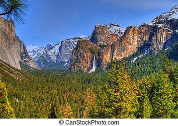 Yosemite National Park - Bridal Veil Falls in Yosemite...
