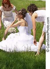 bride and girls - wedding day