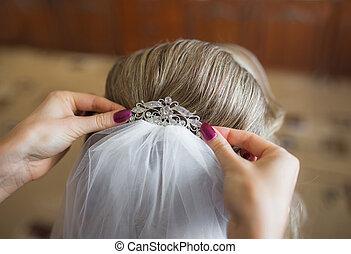 bride getting ready for wedding in hair