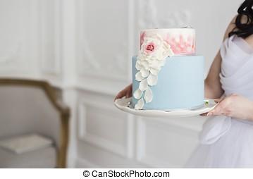 Bride holding a beautiful wedding cake