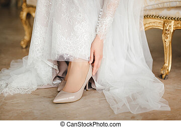 Bride puts on shoes