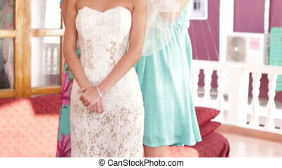 bride wear white veil