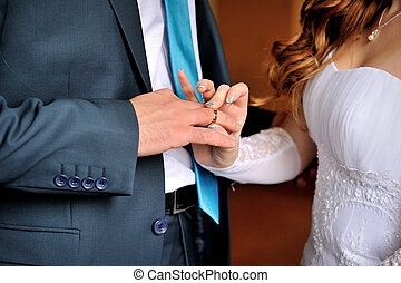 bride wears of groom gold ring on wedding ceremony