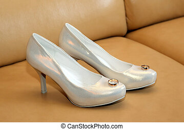 bride wedding shoes with rings