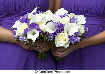 bridesmaids with wedding bouquets