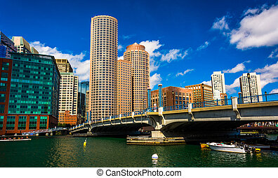 Bridge and the skyline in Boston, Massachusetts.