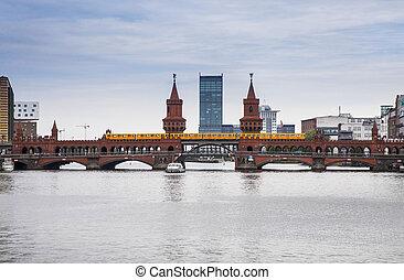 bridge in the center of berlin