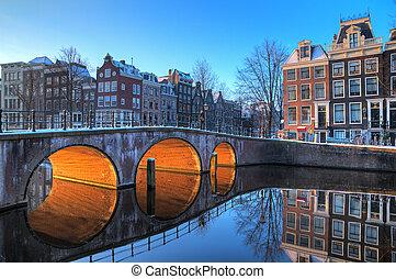 Bridge lights reflection - Beautiful early morning winter ...