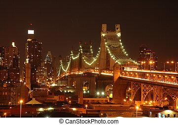 Bridge over East River at night in Manhattan
